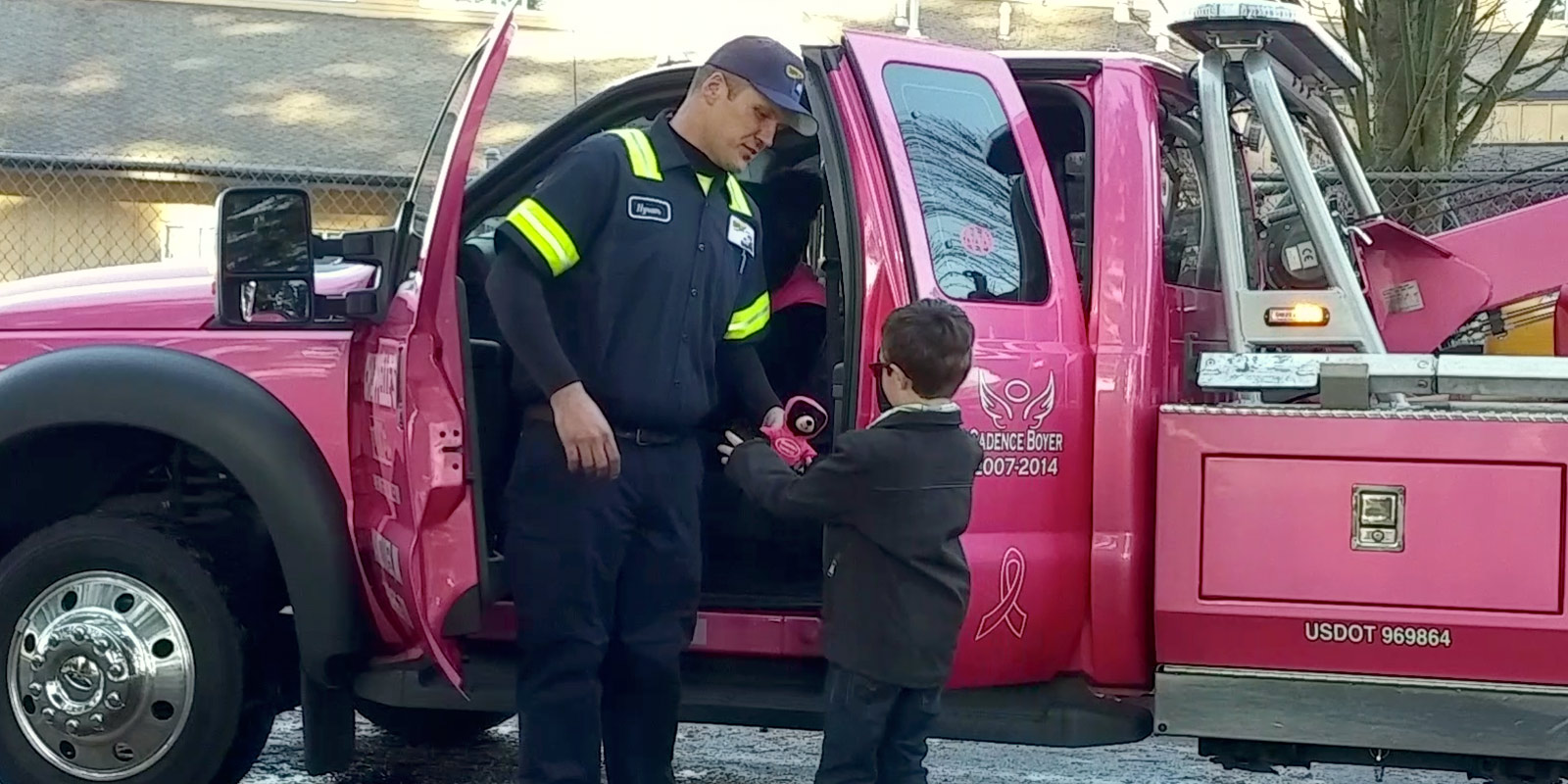 Chappelle's tow truck driver shares a pink bear with a child in Vancouver WA